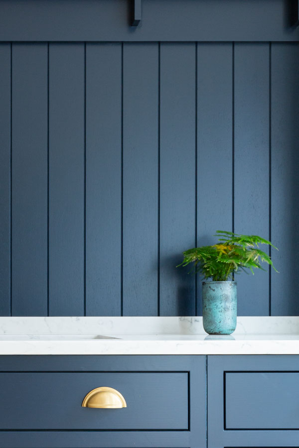 Kitchen counter in blue